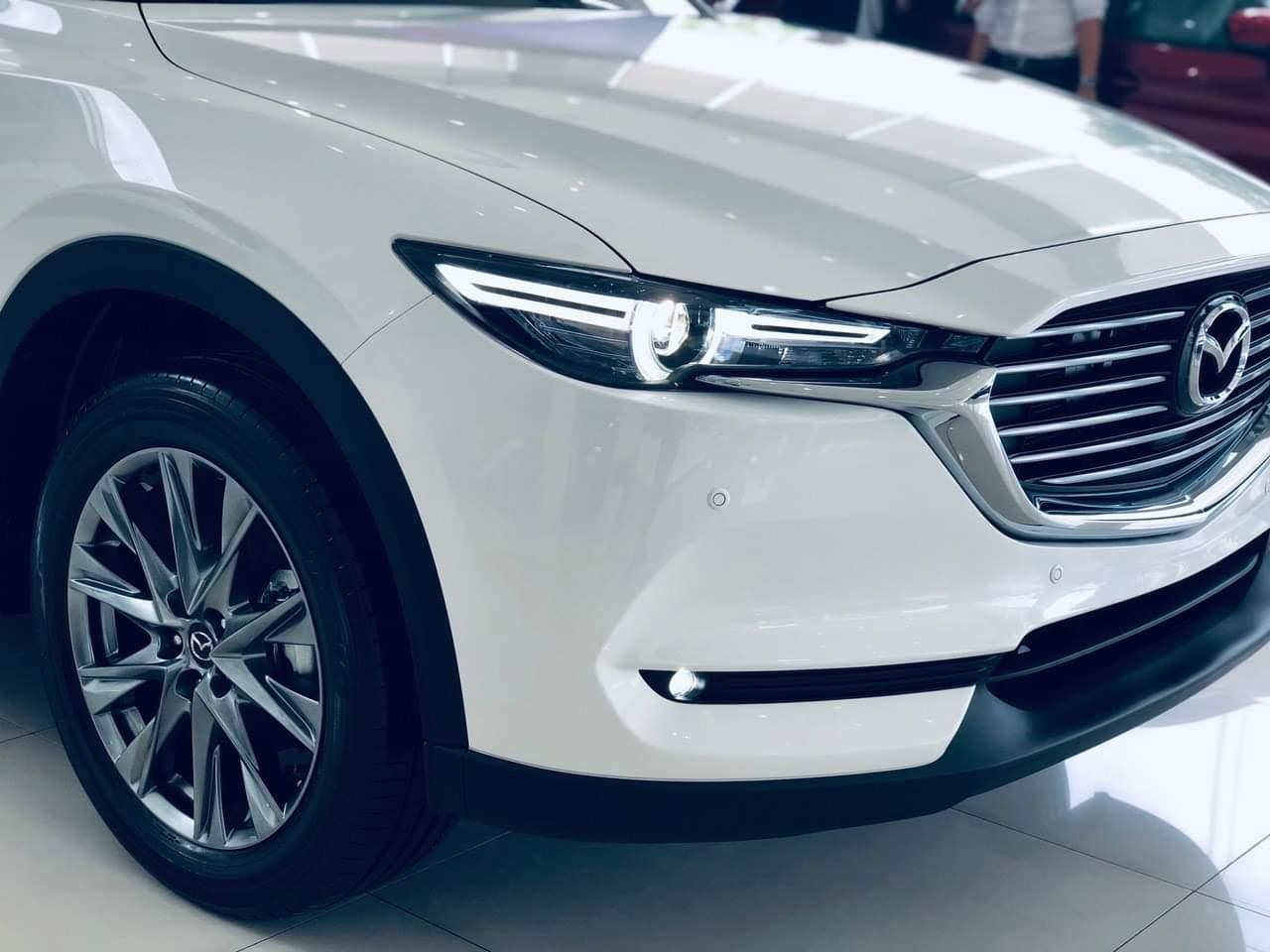 Mazda CX8 trắng